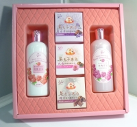 Rose Essence Oil-Added Whitening Skincare Gift Box