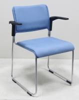塑胶堆叠椅有扶手