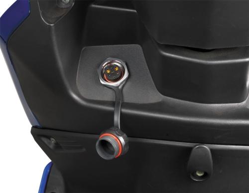 电动车特色四    车身充电插座孔