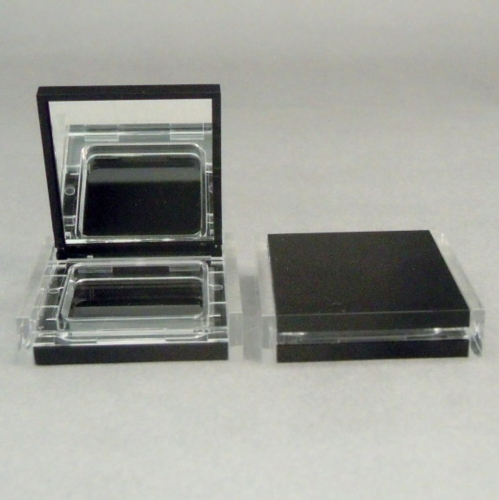 Eyeshadow container with magnet on the lid