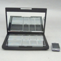 Eyeshadow container with magnet