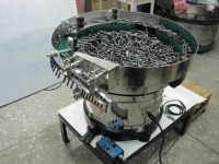 Vibrating screw feeder