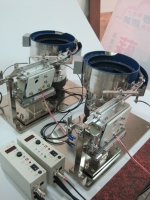 電子零件(震動送料機)