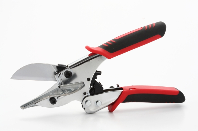 Ratched mitre cutter