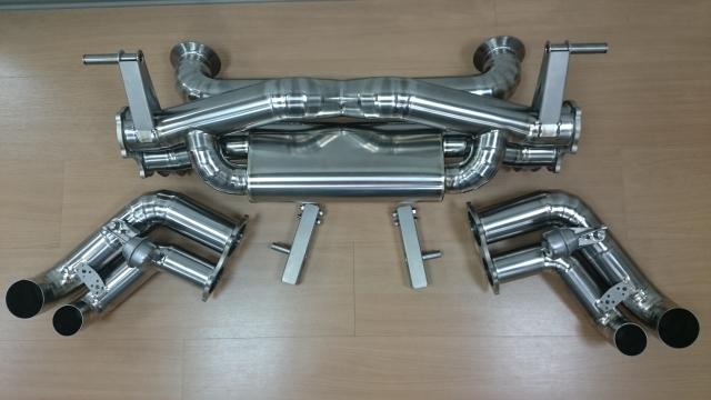 R8 V8/V10 排氣管