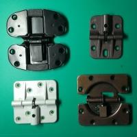 Center hinge for folding door