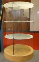 Cens.com Glass display showcase- Circular shaped HUNG WEN HSIN CO., LTD.