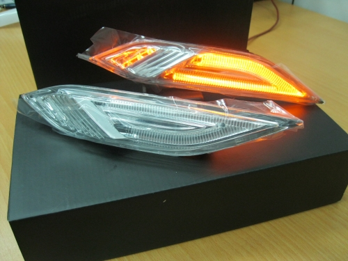 Porsche Cayenne'10-側邊燈-黃光