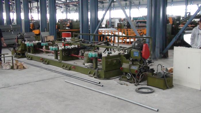 钢管修端机