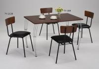 铁线脚餐桌;餐椅