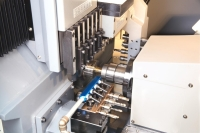 Tool center of dual spindle