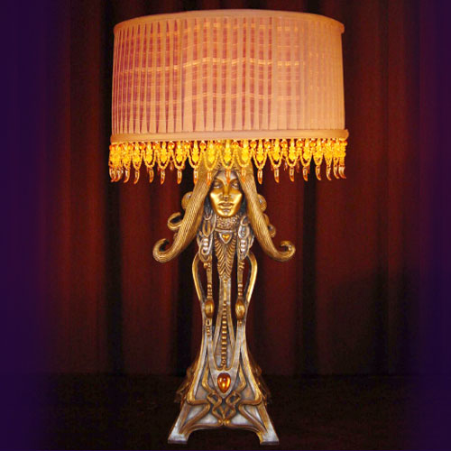LADY WITH NECKLACE TABLE LAMP
