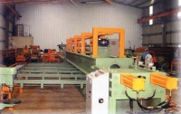 Hydraulic extruding machine