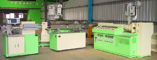 DUAL LAYERS EXTRUDING  & CUTTING MACHINE