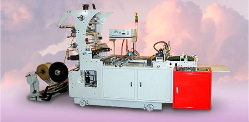 HIGH-SPEED AUTOMATIC TRIMMING, SIDE SELAING AND CUTTING MACHINE