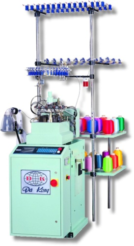 Drumless, fully computerized hosiery machine