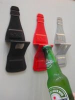 MAG. BOTTLE-SHAPED OPENER